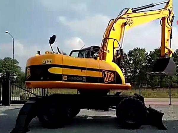 Экскаватор колесный JCB-200